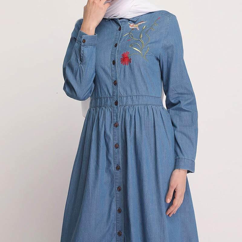 detail-robe-longue-en-jean-brodée-muslim-mine