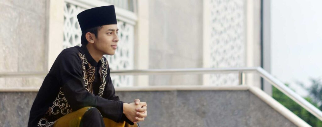 Jeune médite mosquée Muslim Mine