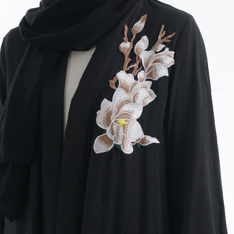 detail broderie abaya kimono fleuri muslim mine